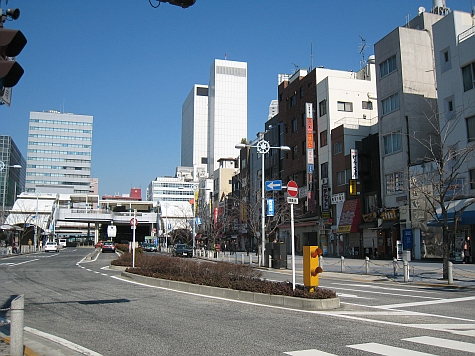 DI_20080307_Tamachi_station_south_plaza.jpg