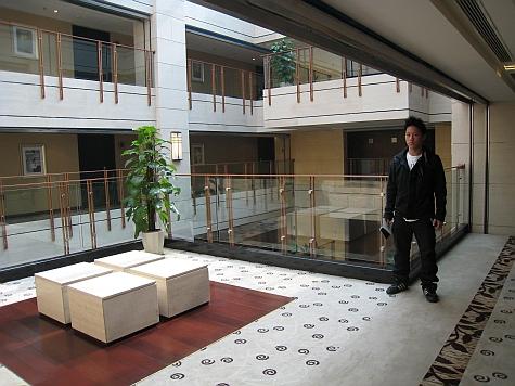 DI_20080308_Beijing_Somerset_Zhongguancun_hallway.jpg