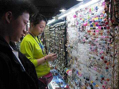 DI_20080309_Xidan_market_earrings.jpg