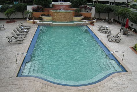 DI_20080408_Tampa_Embassy_Suites_pool.jpg