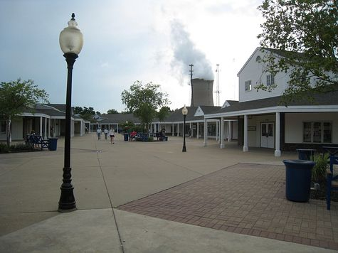 DI_20080712_MichiganCity_LighthouseOutlet.jpg