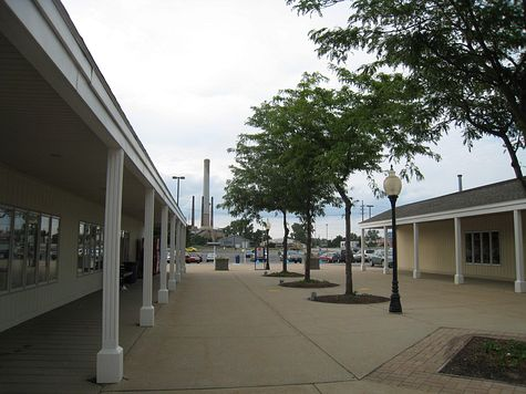 DI_20080712_MichiganCity_LighthouseOutlet_lane.jpg