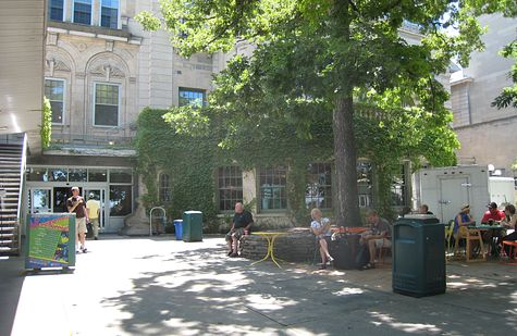 DI_20080713_WisconsinUnion_facing_lake.jpg