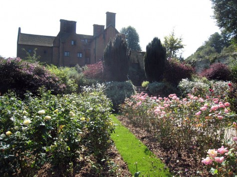 di_20080830-090330-chartwell-rose-garden-hosue