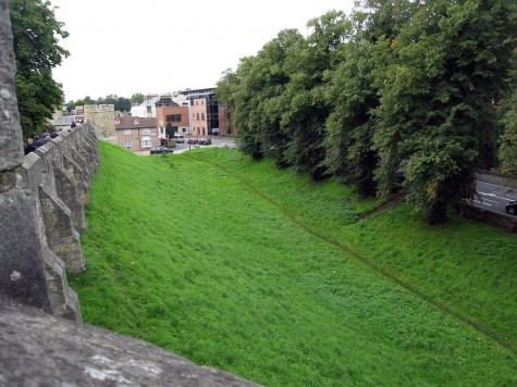 DI_20080910 115730 York citywall ditch