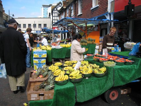 DI_20080913 073738 Croydon SurreyStreet market bananas