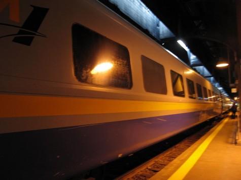 DI_20080922 074558 UnionStation Via Train