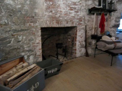 DI_20081002 104532 SaintJohn CarletonMartelloTower barracks fireplace