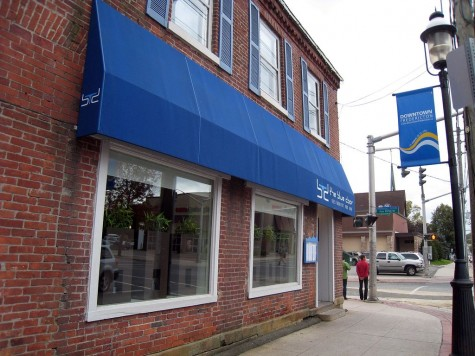 DI_20081003 130810 Fredericton TheBlueDoor
