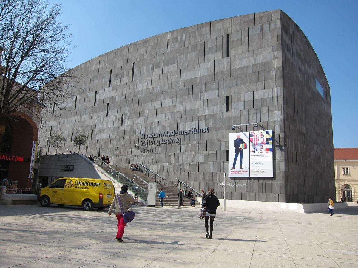 di_20100407 074956 vienna mumok frontjpg - Modern Architecture Vienna